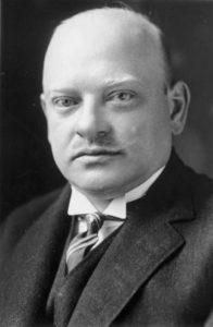 """Gustav Stresemann, Freimaurer, Reichsaußenminister, Reichskanzler und Friedensnobelpreisträger; Ehrenmitglied der Loge """"Aufwärts zum Licht""""."""